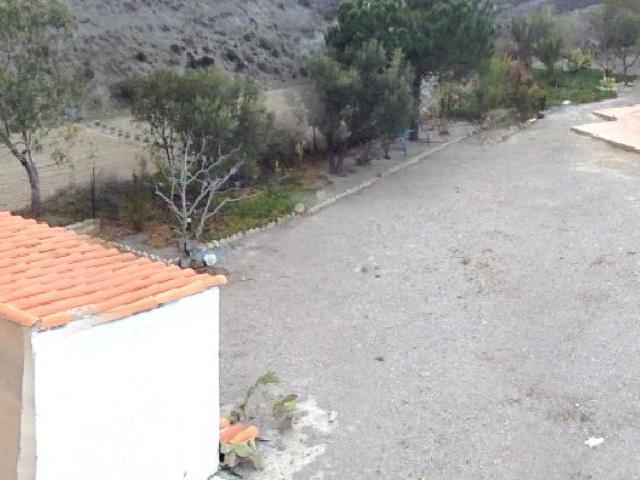 Huis en huisgebied van bovenste plek af gezien
